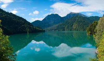 Побывать на озере Рица