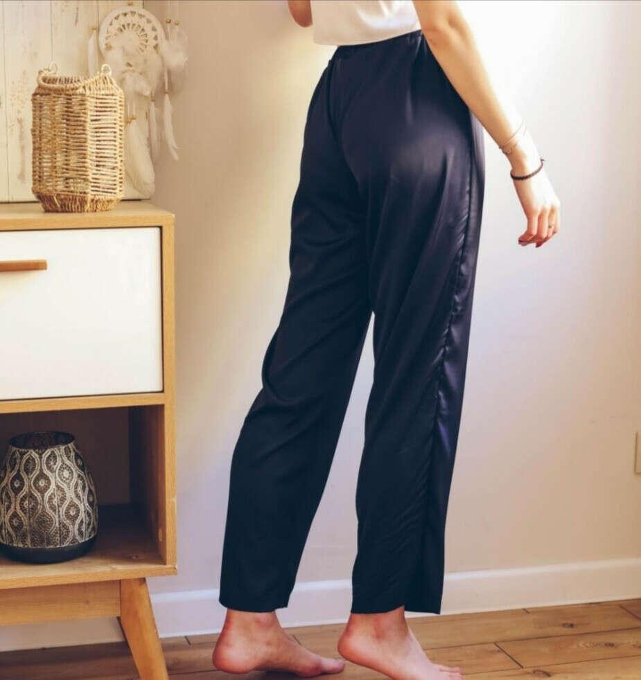 Черные атласные штаны
