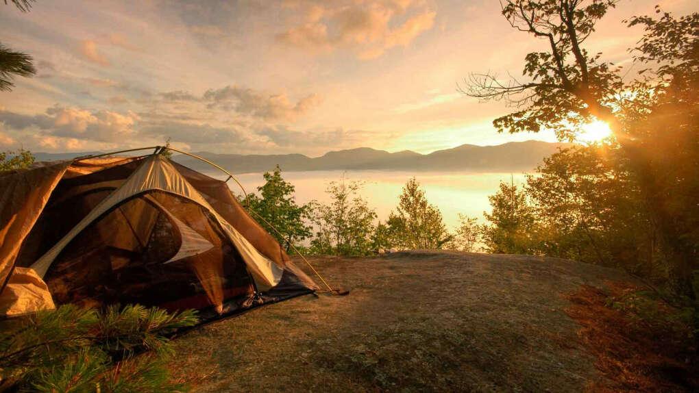Пойти в поход с палаткой
