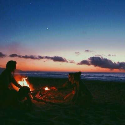 пойти на пляж с друзьями
