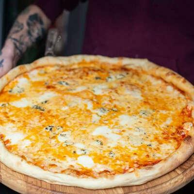 Полуметровая пицца 84 сыра