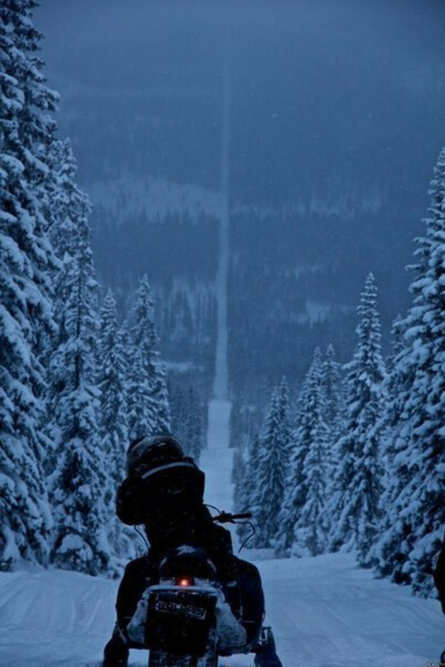 спуститься на лыжах с большой горы
