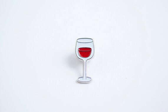 Значок Wine glass enamel pin