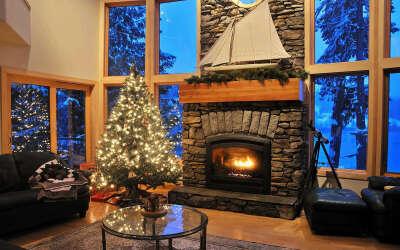 Уютный дом с камином