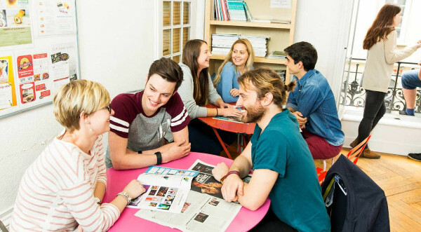 Посетить языковые курсы в другой стране