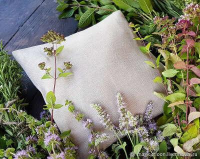 Фитоподушка с ароматными травами и соцветиями