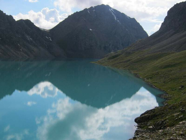 поехать в Киргизию