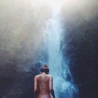 Постоять под водопадом