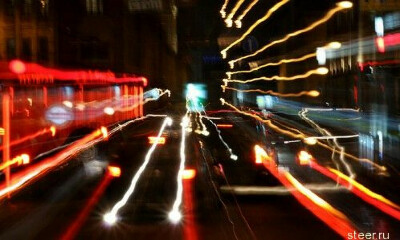 кататься на машине по ночной Москве