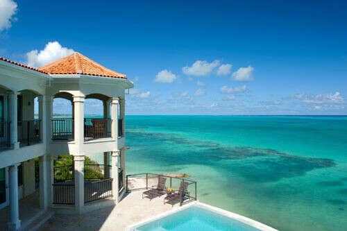 Вилла Палмера на оффшорных островах Туркс и Кайкос в Карибском море