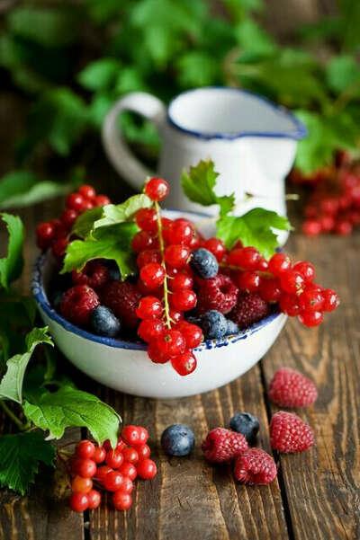 Наесться свежих ягод!