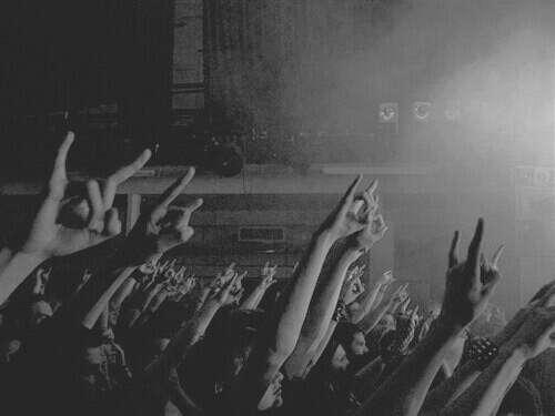 Побывать на концерте любимой группы