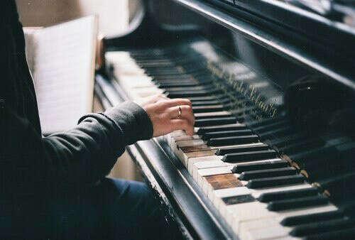 снова играть на пианино