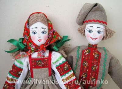 Пара кукол в русском народном костюме (лен)
