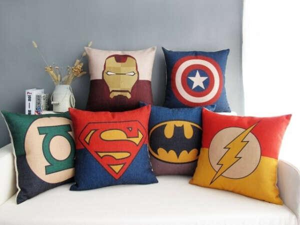 Много-много декоративных подушек!