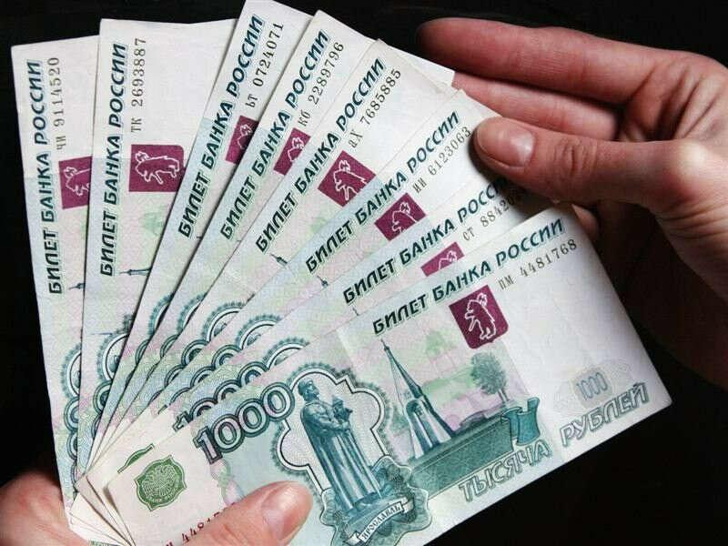 деньги чтобы купить подарки для своих близких
