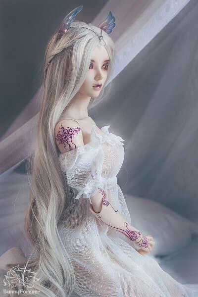 Шарнирная кукла (BJD)