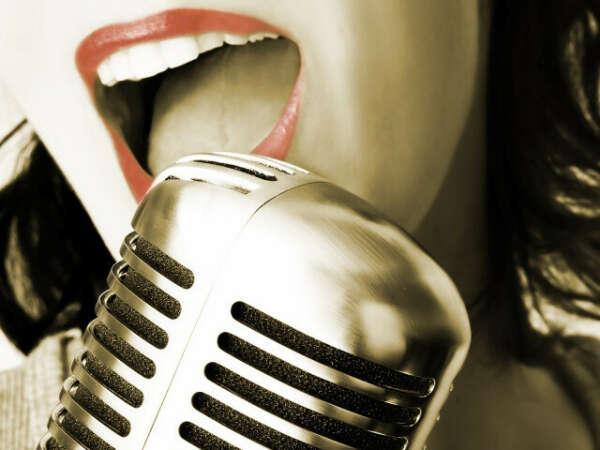 Петь красивым поставленным голосом