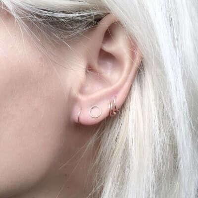 Несколько проколов на ушах
