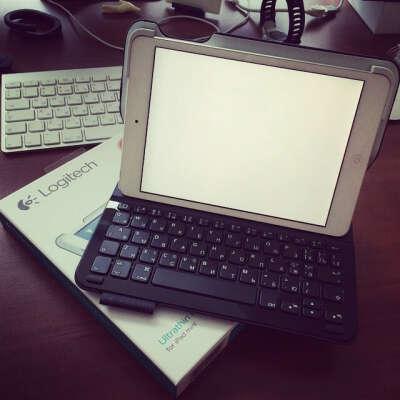 Клавиатура-футляр Logitech UltraThin Keyboard Folio for iPad Mini