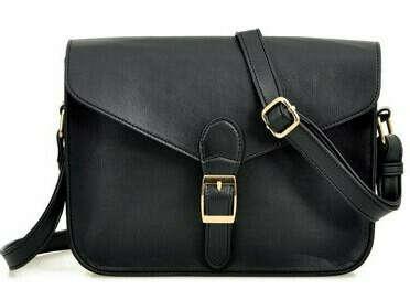 Маленькую черную сумку