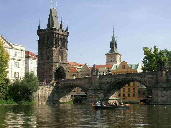 Хочу съездить в Прагу с мужем