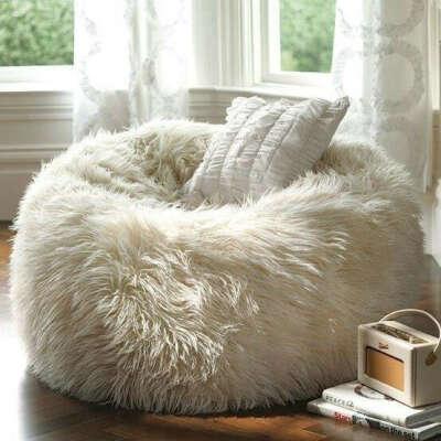 Большое мягкое кресло