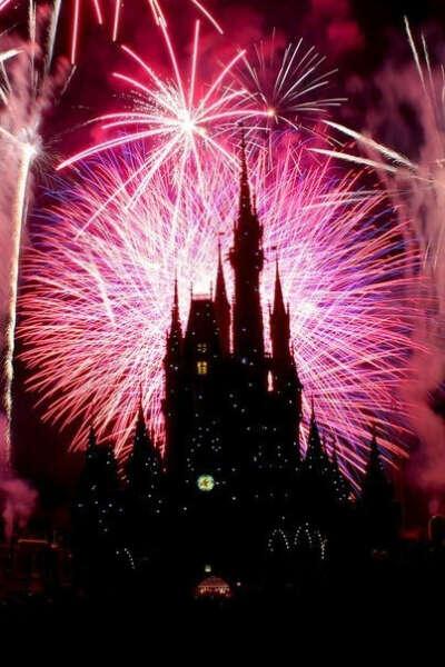 хочу увидеть замок и фейерверк