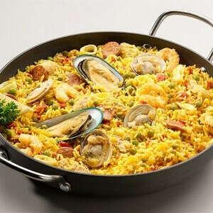 Попробовать паэлью с морепродуктами