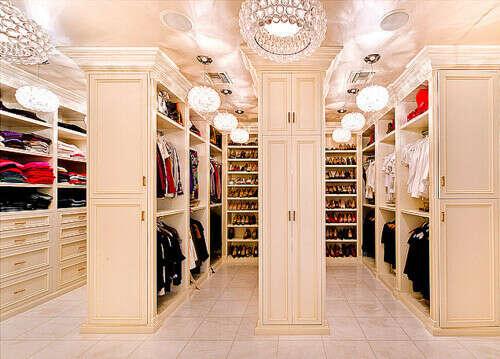 Шикарная гардеробная комната