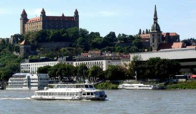 поехать в Братиславу