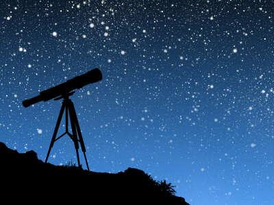 смотреть на звезды в телескоп