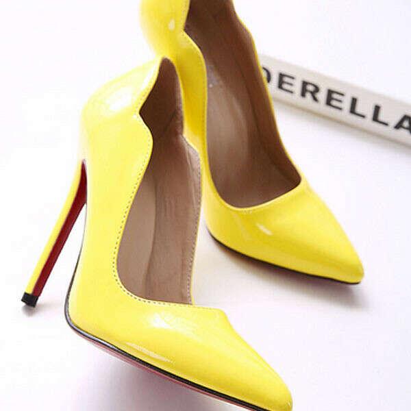 Жёлтые туфли на шпильках