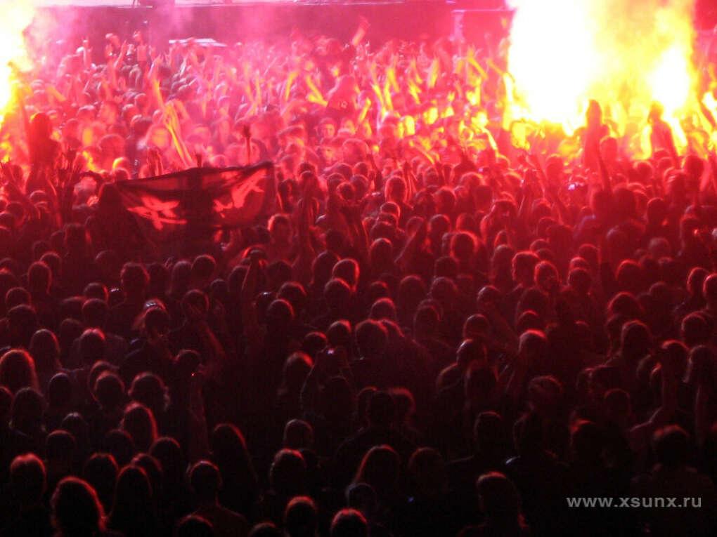 Попасть на концерт любимой рок группы!
