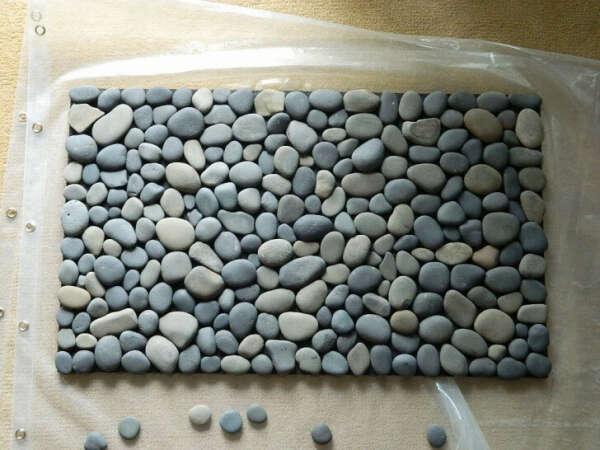 Коврик с камнями