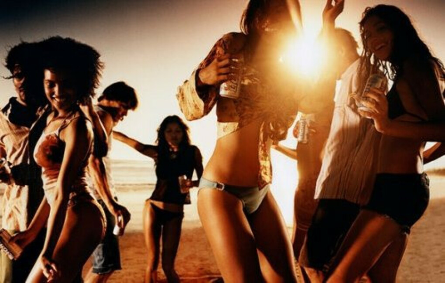 Попасть на пляжную вечеринку