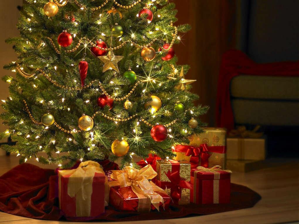 Подарить хорошие подарки родным и близким