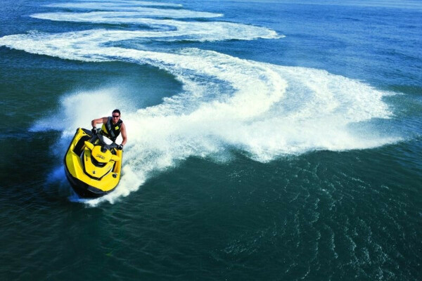 Покататься на водном мотоцикле!