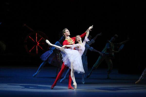 Сходить на балет Щелкунчик в Большом Театре перед Новым Годом