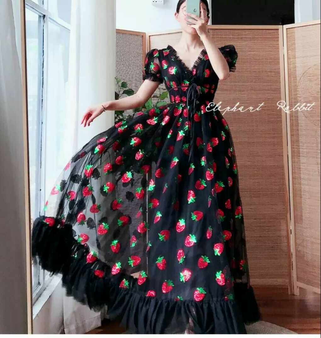 Strawberry dress (black)