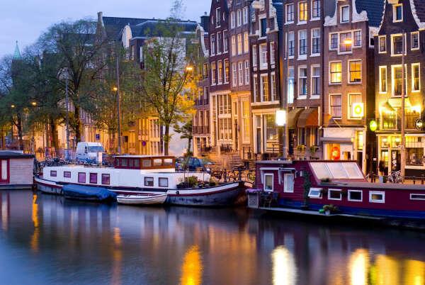 В Амстердам!