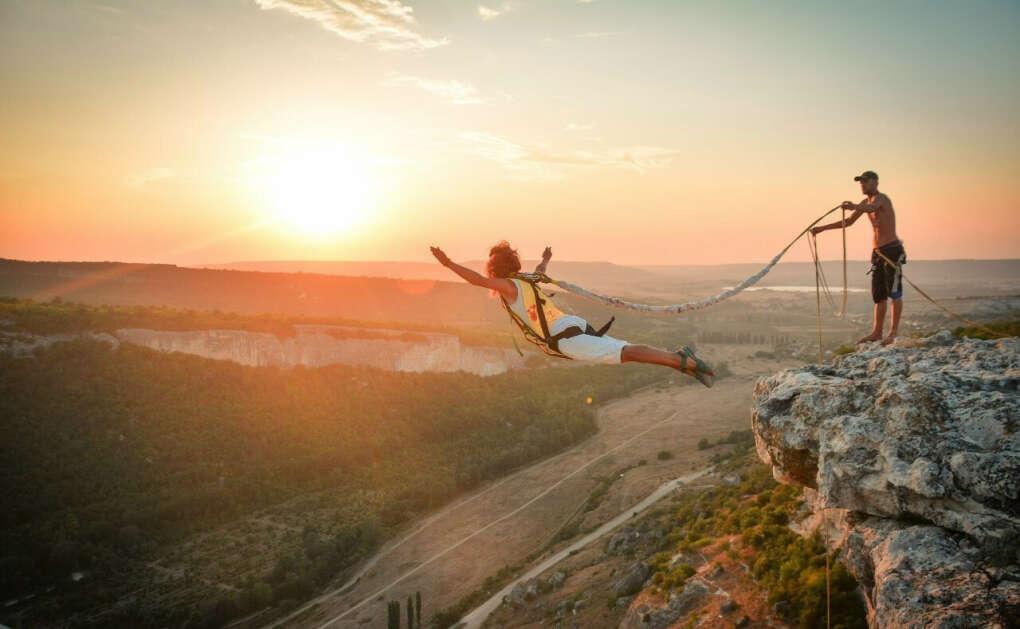 Прыжок со 150 метровой скалы (с верёвкой. Роупджампинг)