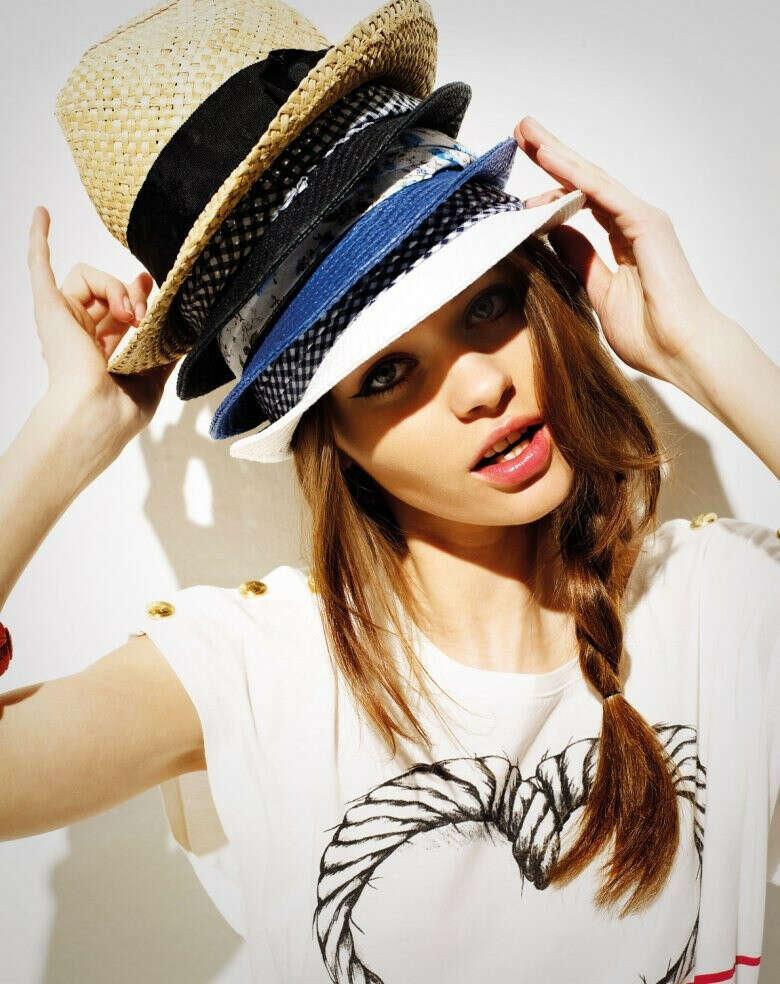 много шляп