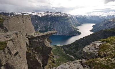 """Насладиться пейзажем со скалы """"Язык Тролля"""", Норвегия"""