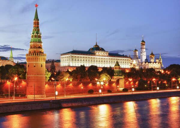 Поехать в Москву