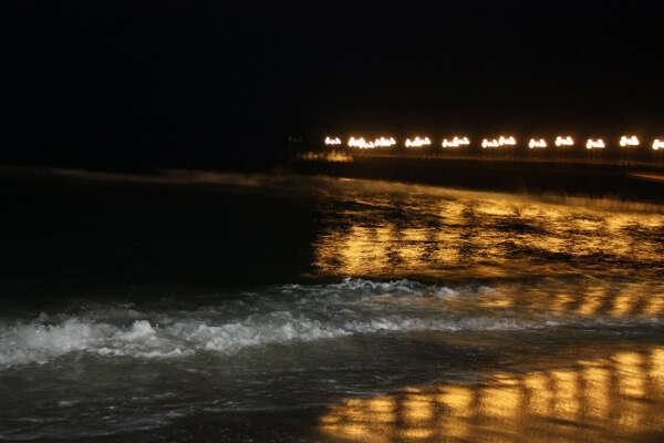 Поплавать ночью в море