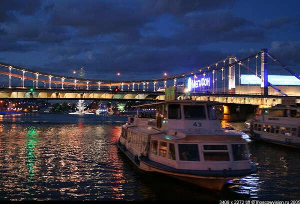 вечернюю прогулку на речном трамвайчике по Москве-реке