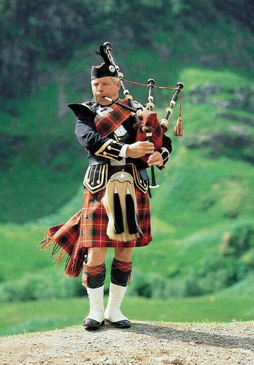 Увидеть шотландца, играющего на волынке