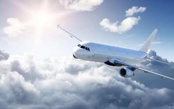 Мечтаю так много путешествовать, чтобы меня узнавали работники аэропортов и спрашивали:   - Куда на этот раз ?