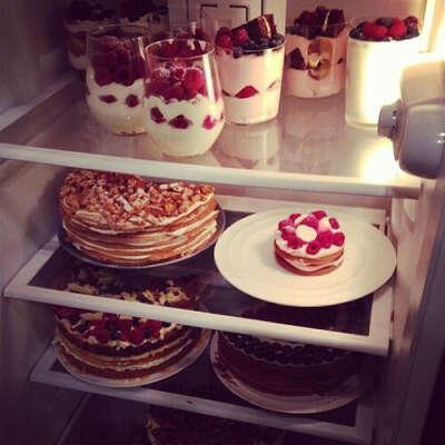 Полный холодильник вкусняшек